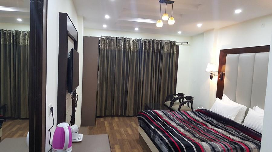 Hotel Kayanat Dalhousie Balloon Church Road Hotel Booking
